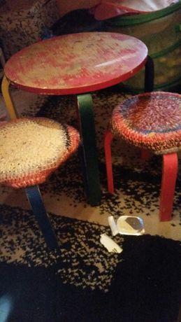Dzieciecy stolik z taborecikami