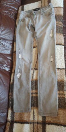Szare spodnie jeansowe Reserved