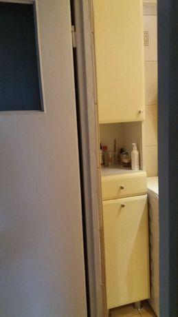łazienkowa szafka-słupek