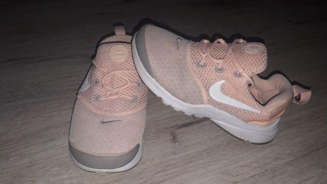 Кроссовки Nike оригинал размер 12 наш 30 стелька 19 см