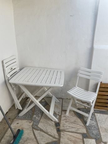 Mesa + 2 cadeiras jardim