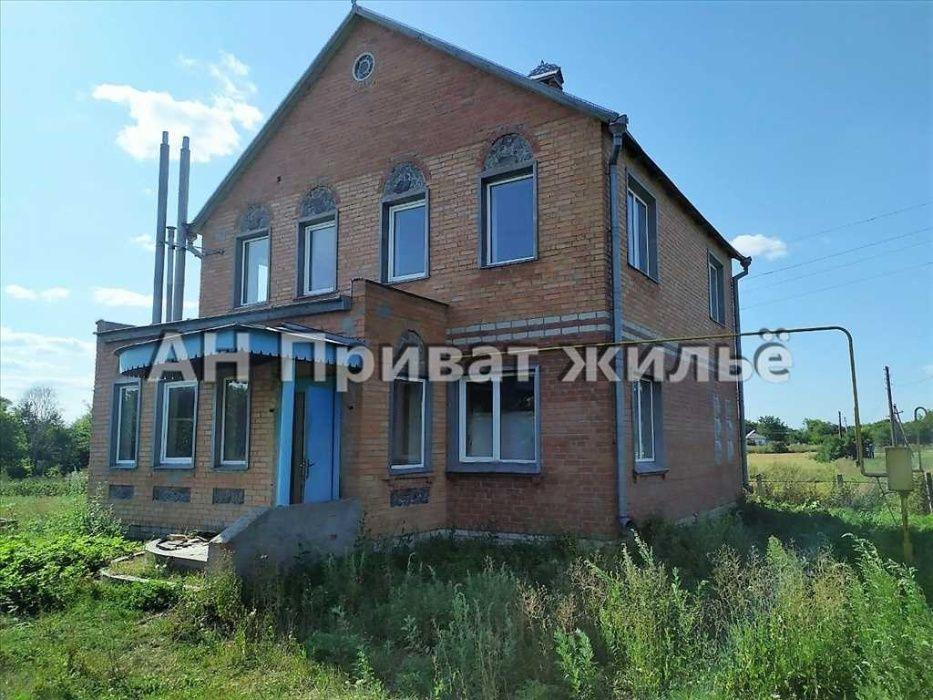 Добротный дом в пригороде Полтава - изображение 1
