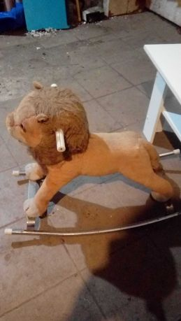 Lew pluszowy na biegunach