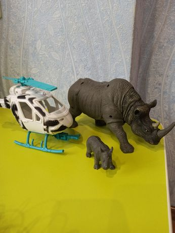 Набор вертолет и большой носорог с ребенком