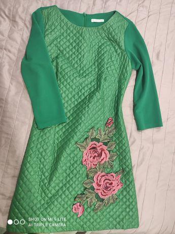 Красивое зелёное платье на стройняшку,нарядное платье