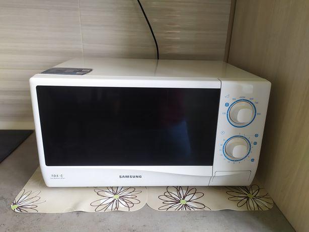 Микроволновая печь Samsung ME712KR