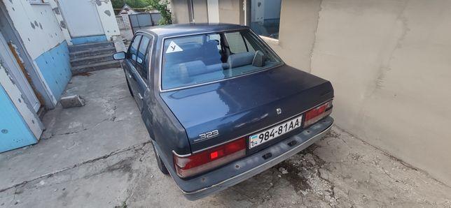 Мазда / Mazda 323 1988 г седан 1,3 бензин