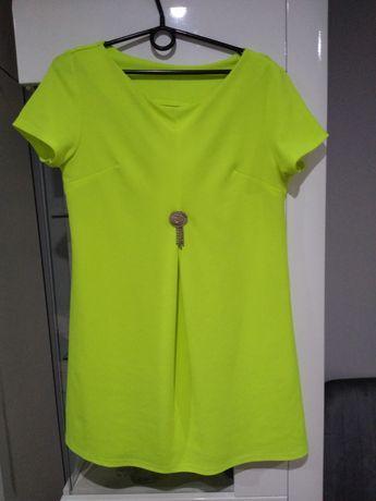 Sukienka neonowa broszka