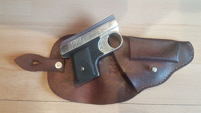 Pistolet hukowy z kaburą. Zabytek