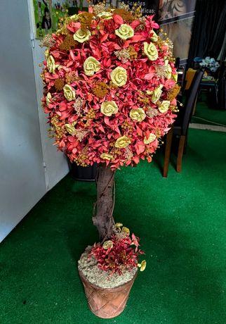 Floral colorido num troco de árvore num suporte de vaso - Artificial