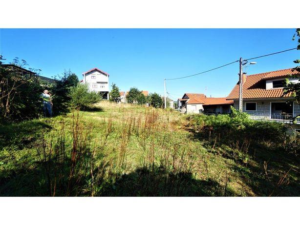 Terreno em zona de construção com casa antiga, Melgaço