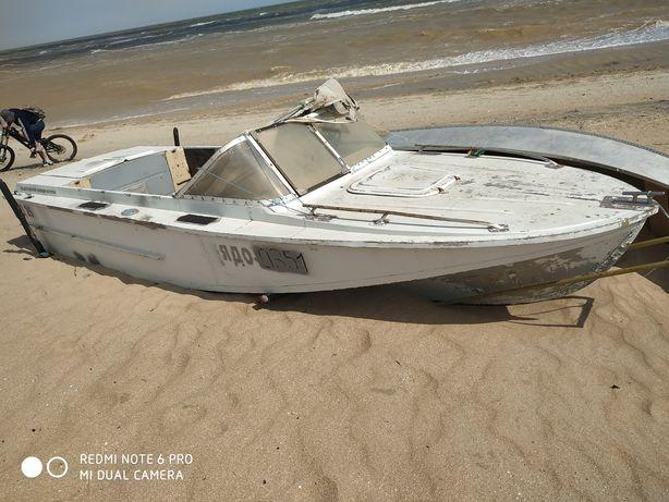 Лодка Амур.