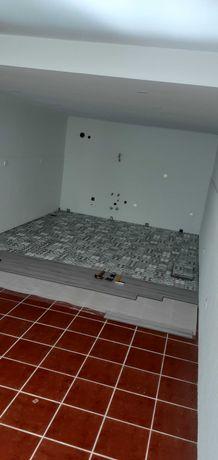 Aplicador piso flutuante e pavimento vinilico  e rodapés
