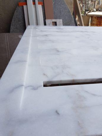 Base de duche de mármore branco com veios