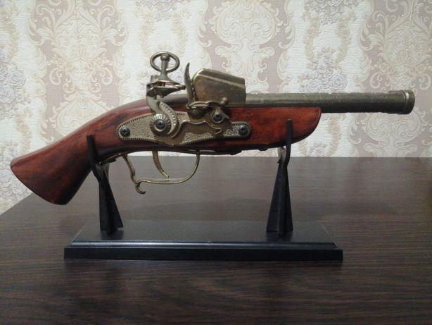 Пистолет зажигалка 18 век сувенир дерево