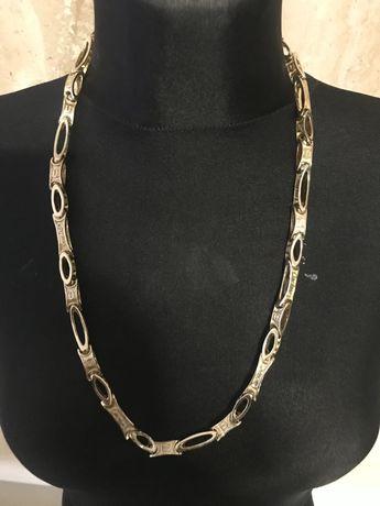Złoty łańcuszek robiony na wzór cartier