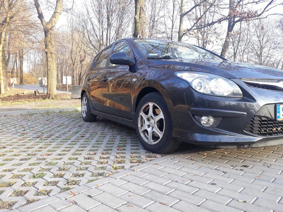 Hyundai I30 stan dobry mały przebieg Ruda Śląska - image 1