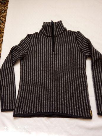 Продам свитер для мальчика