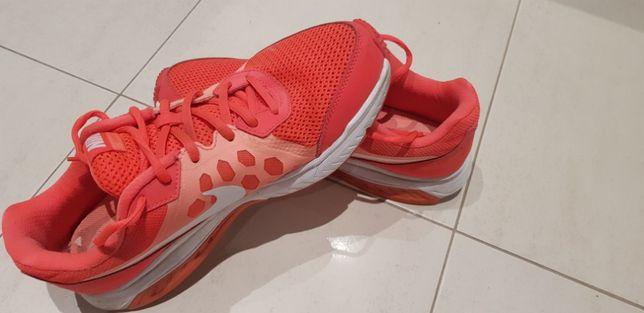 Tênis Nike Tam. 41, muito pouco usados , em muito bom estado