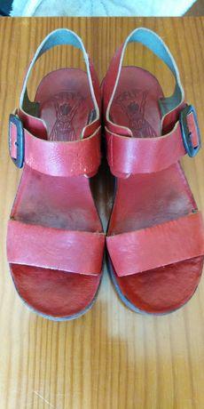 Sandálias da marca FLY