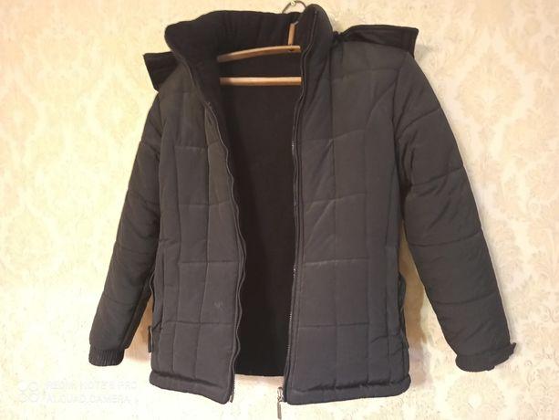 Тепла зимова куртка з капюшоном