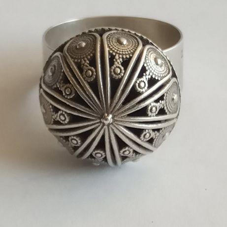 Stary , srebrny pierścionek ( olbrzym)