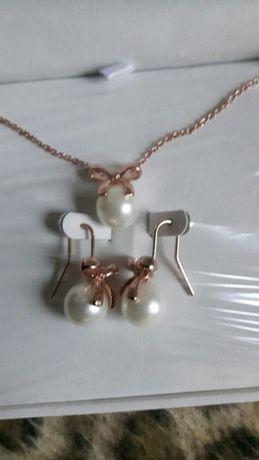 Pozlacana biżuteria, Perły
