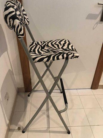 Cadeira alta com padrão