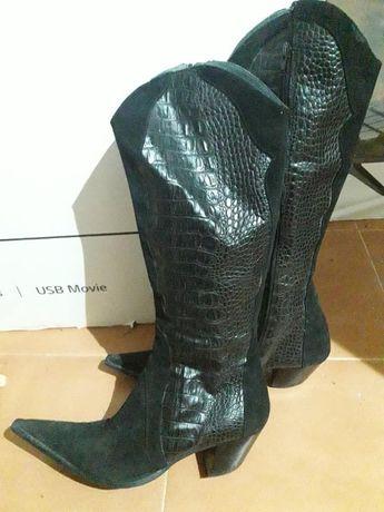 Botas de cano alto em pele