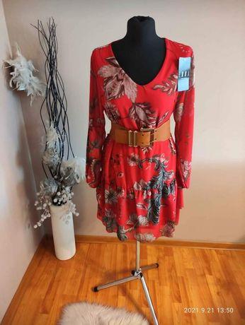 Czerwona sukienka  wzór kwiatowy