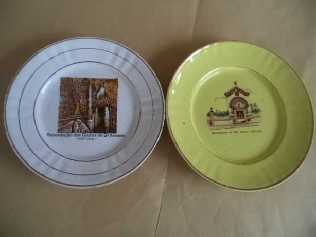 Pratos ( 1+1) Louça Decorativa ( Antigos )