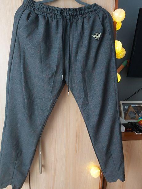 Spodnie w Kratę z Motylkiem