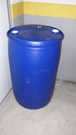 Barricas de plástico com bujão de 200 litros