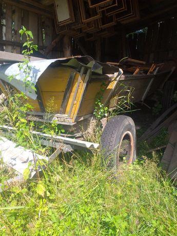 Wóz traktorowy zółty