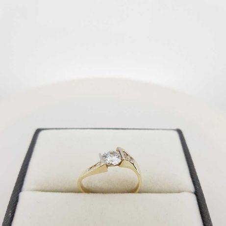 Złoty pierścionek z białym oczkiem, r. 16