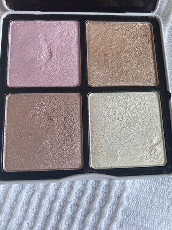 BH Cosmetics Nude Rose Highlight Palette paleta 4 rozświetlaczy