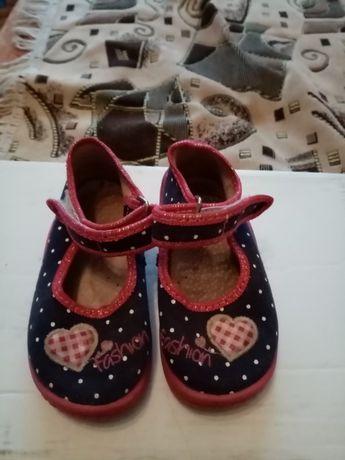 Обувь для девочки б/у. Размер 21.В хорошем состоянии.