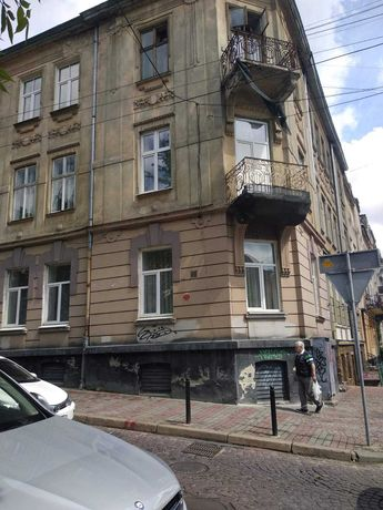 Продаж двокімнатної квартири ближній центр Львів