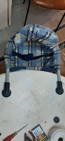 Cadeirinha de bebé para encaixar na mesa