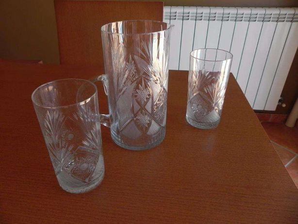 Lindo conjunto antigo, Cristal de Boémia, jarro com pega e dois copos