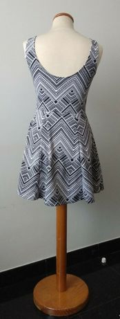 Vestido curto - H&M (Tamanho 36)