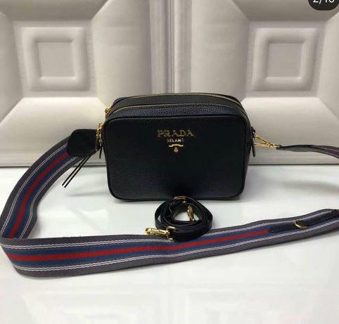 Кожаную сумку Prada