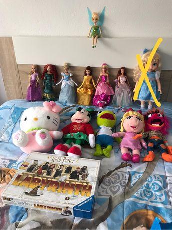 Animators, princesas peluches disney store , barbies jogo, kitty