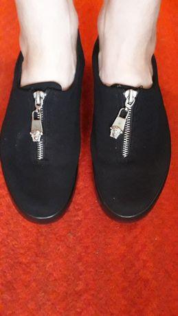 Обувь черные макасины