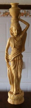 antiga grande estatua de pedra asiatica