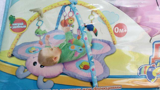 развивающий коврик с дугами для малыша с игрушками