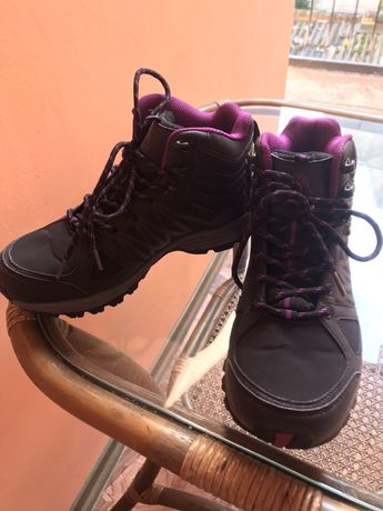 Продаю жіночі осінні кросівки