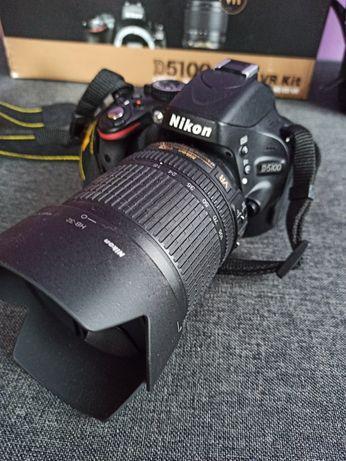 Nikon D5100 z obiektywem 18-105.
