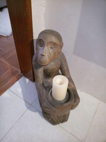 Peça única esculpida à mão
