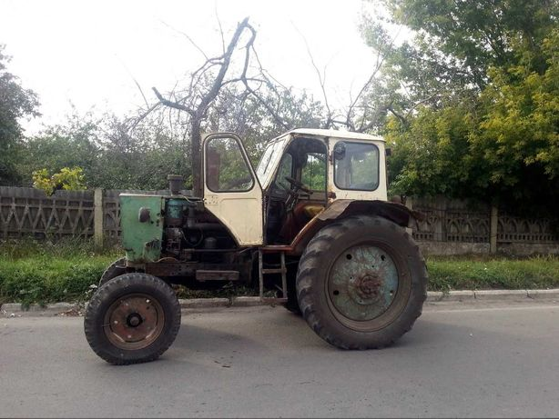 продам трактор юмз и два прицепа 140000 р.